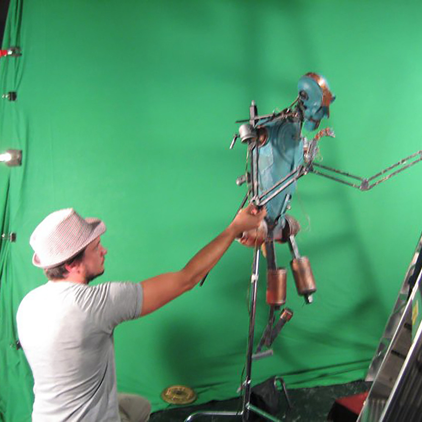 Puppeteering with Green Screens