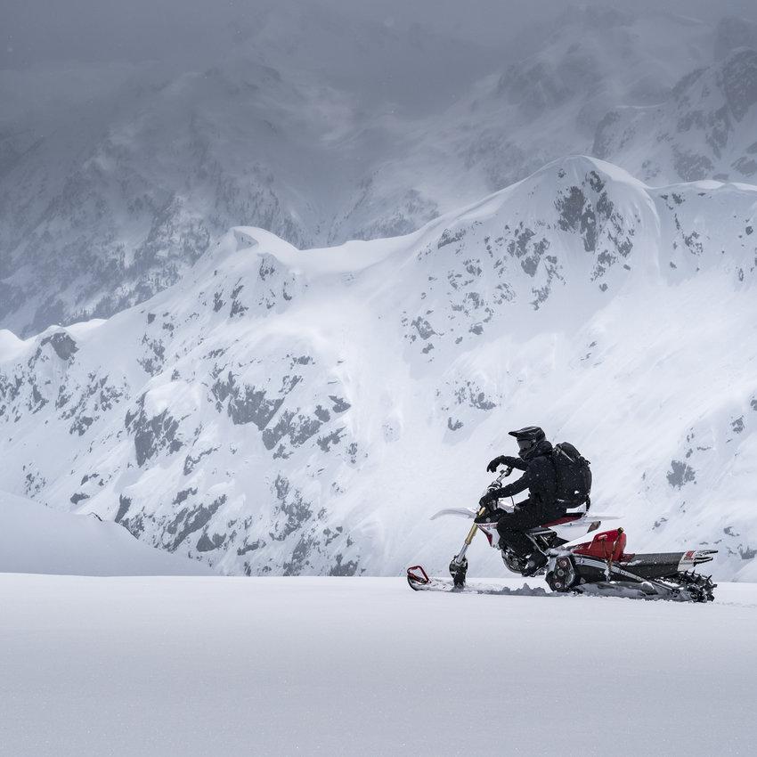 Sledding (Snowmobiling)